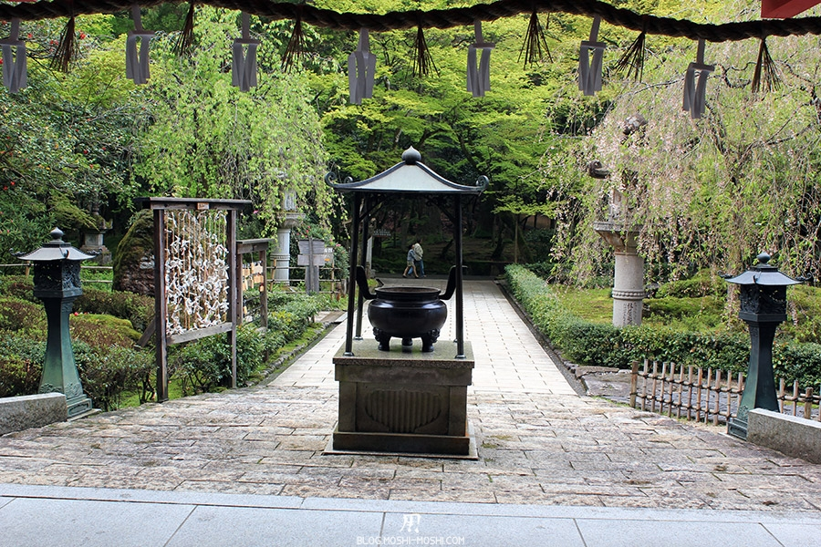 komatsu-temple-natadera-lanterne-encens