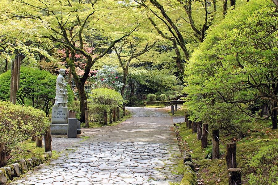 komatsu-temple-natadera-statue-moine-enfants