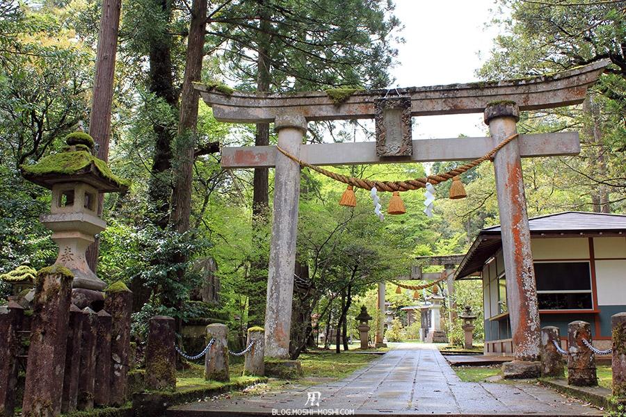 komatsu-temple-natadera-torii-pierre