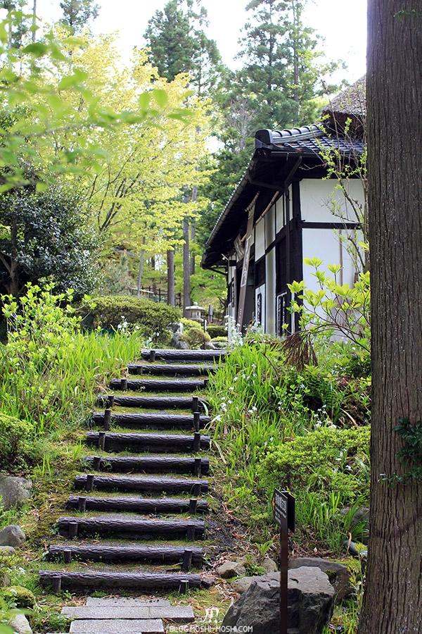 komatsu-yunokuni-no-mori-kodomo-no-hi-escalier