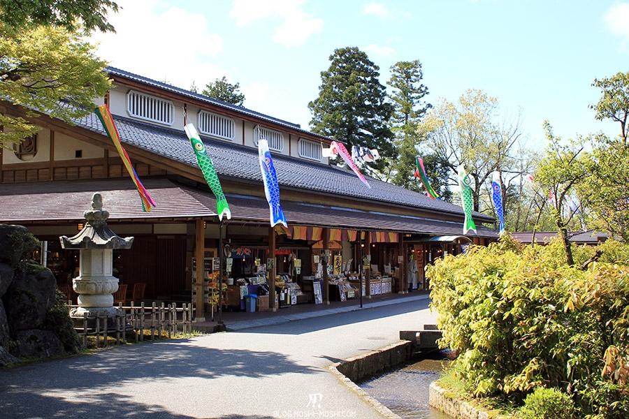 Yunokuni no mori Komatsu-kodomo-no-hi-magasins-souvenirs-omiyage