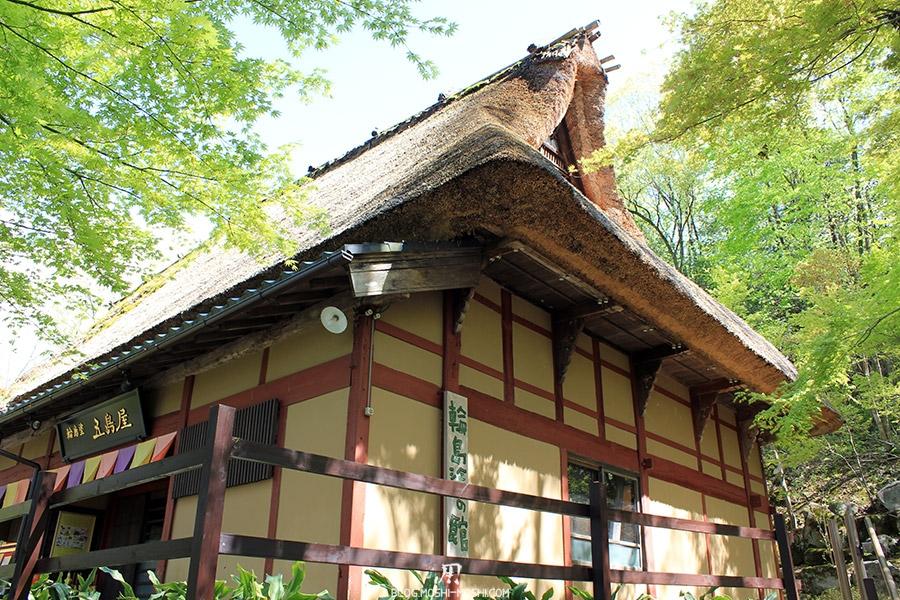 Yunokuni no mori Komatsu-kodomo-no-hi-maison-toit-chaume