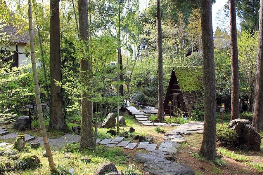 komatsu-yunokuni-no-mori-kodomo-no-hi-pas-japonais-travers-bois