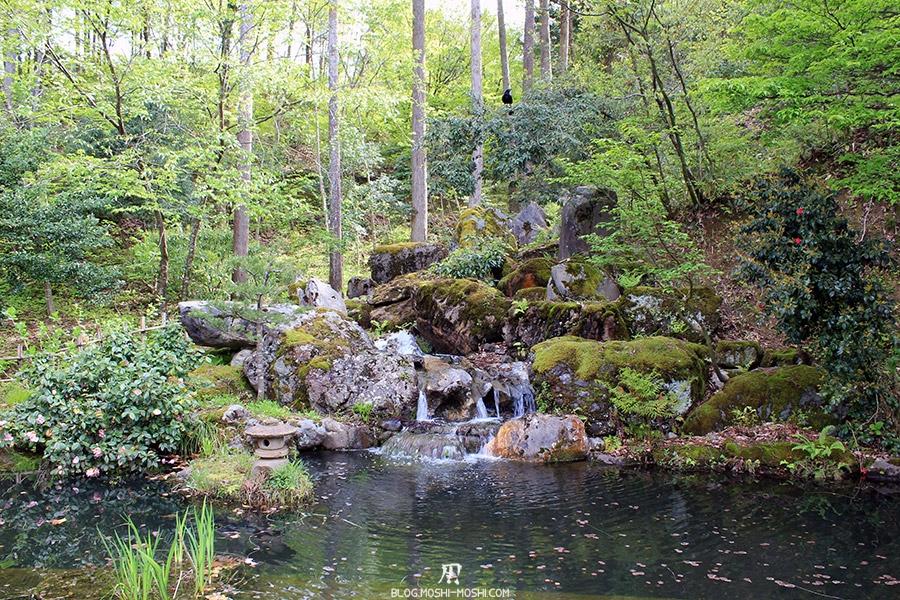 komatsu-yunokuni-no-mori-kodomo-no-hi-petite-cascade-petite-lanterne-pierre