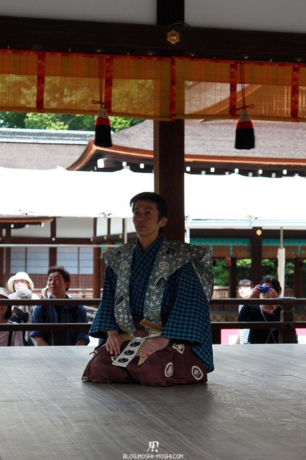 kyoto-aoi-matsuri-sanctuaire-shimogamo-jinja-acteur-theatre-ojigi