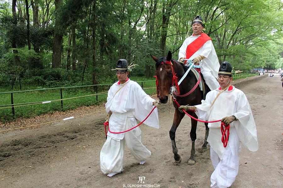 kyoto-aoi-matsuri-sanctuaire-shimogamo-jinja-cavalier-ecuyers-apres-demonstration