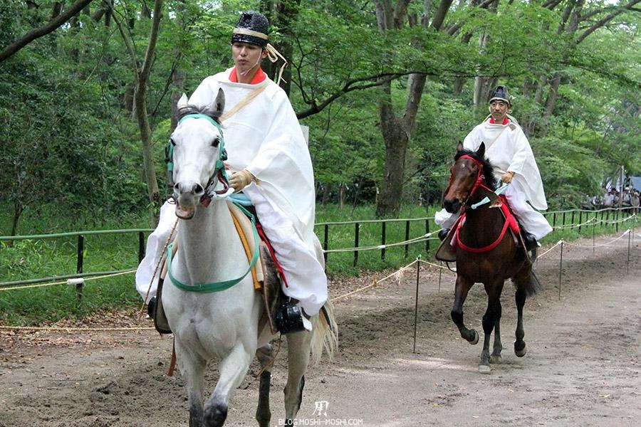 kyoto-aoi-matsuri-sanctuaire-shimogamo-jinja-cavalier-jeune-participant