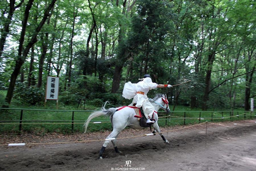 kyoto-aoi-matsuri-sanctuaire-shimogamo-jinja-cavalier-plein-galop-bien-droit