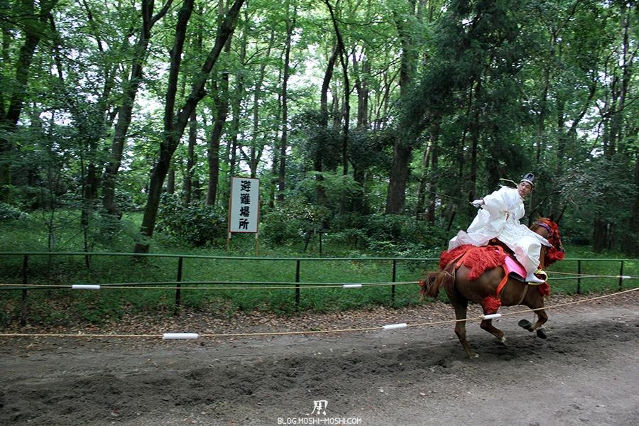 kyoto-aoi-matsuri-sanctuaire-shimogamo-jinja-cavalier-plein-galop-dos