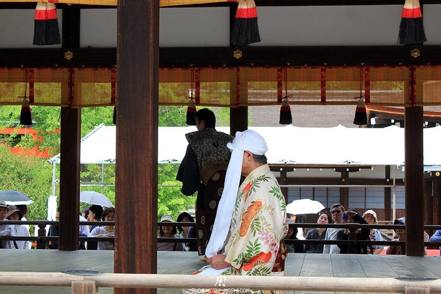 kyoto-aoi-matsuri-sanctuaire-shimogamo-jinja-theatre-plein-jeu-acteurs