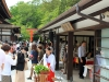 kyoto-aoi-matsuri-sanctuaire-shimogamo-jinja-jolie-miko-occupee