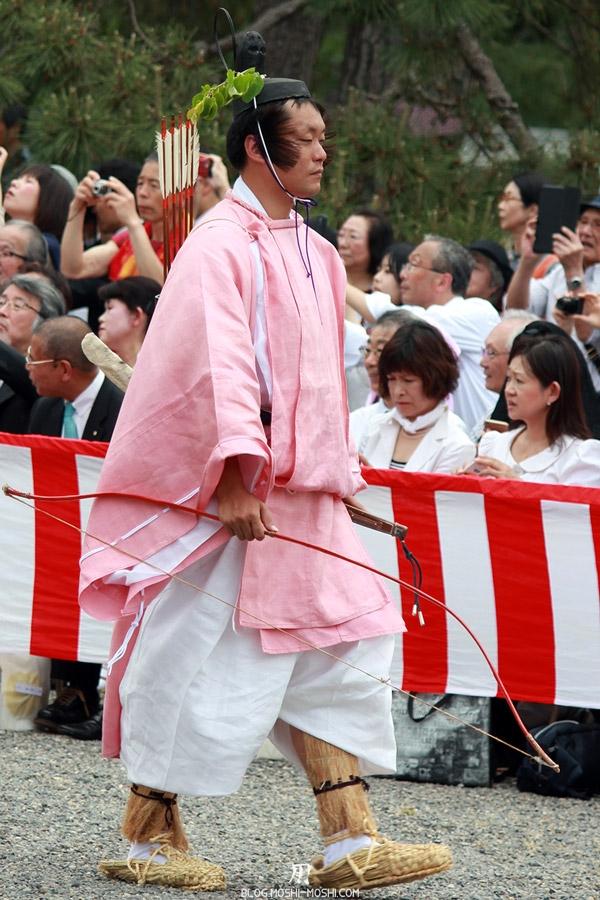 kyoto-aoi-matsuri-palais-imperial-archer-gros-plan