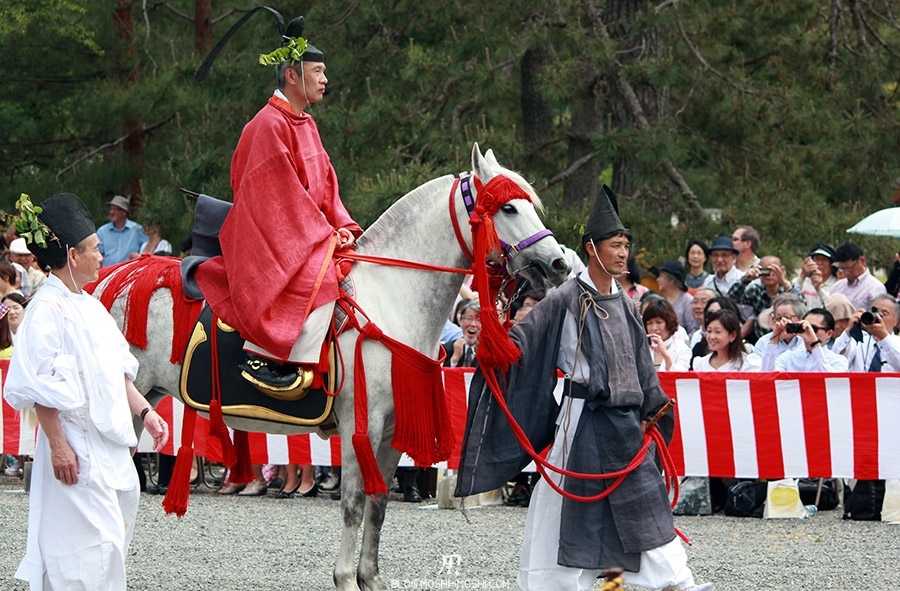 kyoto-aoi-matsuri-palais-imperial-cavalier-habits-simples