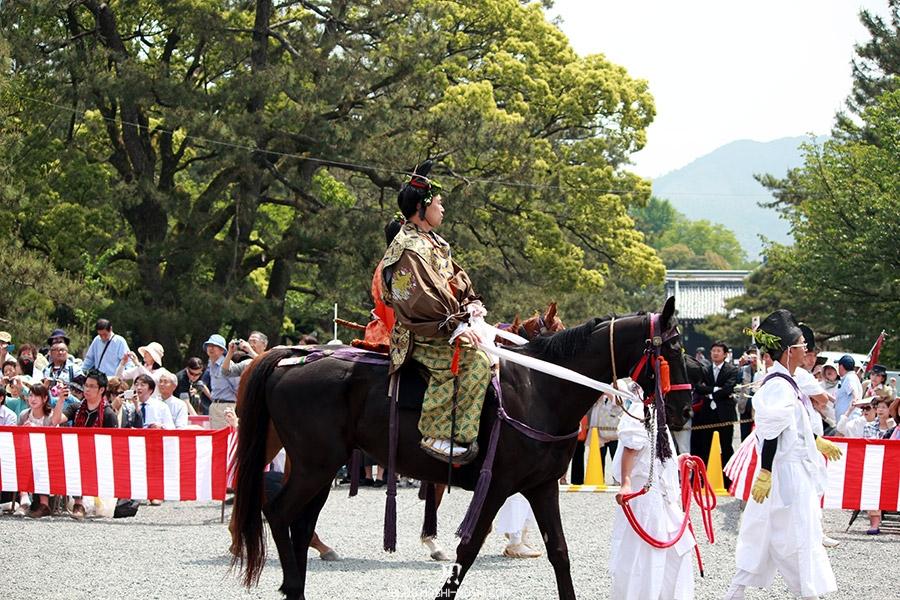 kyoto-aoi-matsuri-palais-imperial-cavalier-kimono-epoque