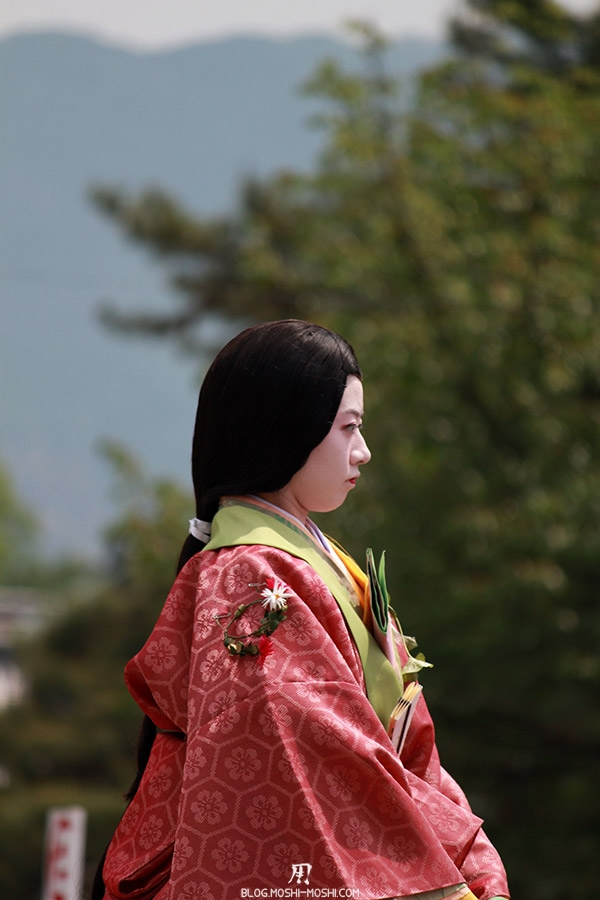 kyoto-aoi-matsuri-palais-imperial-defile-femme-muna-no-ri-onna-cote-gros-plan
