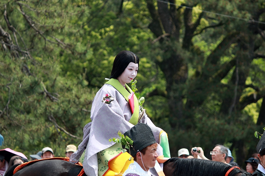 kyoto-aoi-matsuri-palais-imperial-defile-femme-muna-no-ri-onna-salutations