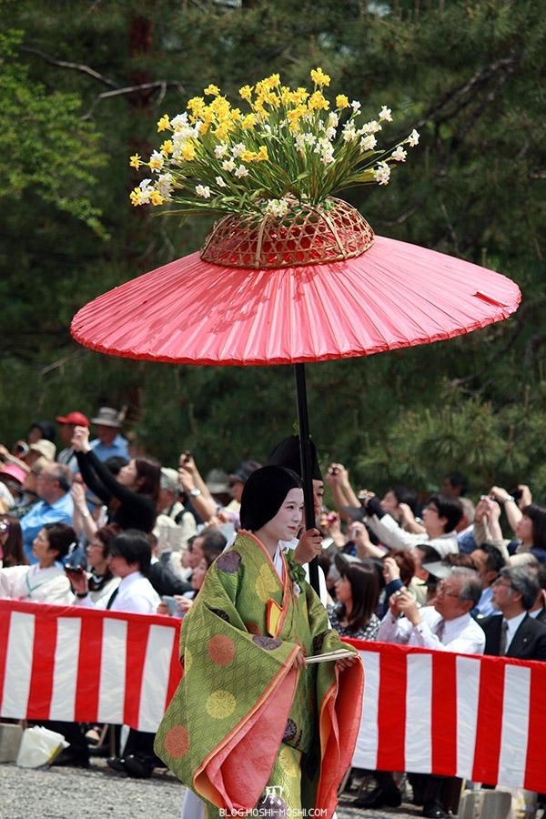 kyoto-aoi-matsuri-palais-imperial-defile-femme-nyoju-furyugasa-sourire