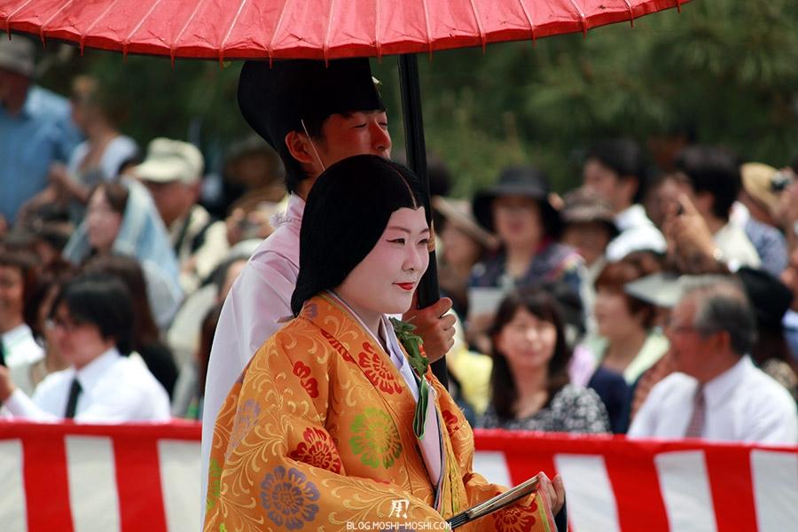 kyoto-aoi-matsuri-palais-imperial-defile-femme-nyoju-furyugasa-sourires