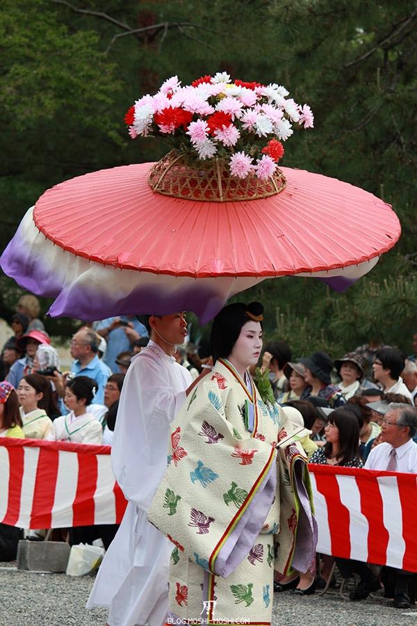 kyoto-aoi-matsuri-palais-imperial-defile-femme-nyoju-furyugasa-tissu-ondulant
