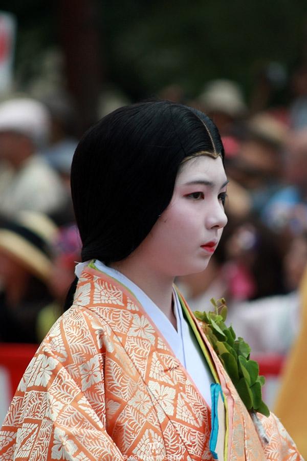 kyoto-aoi-matsuri-palais-imperial-defile-femme-nyoju-gros-plan-maquillage