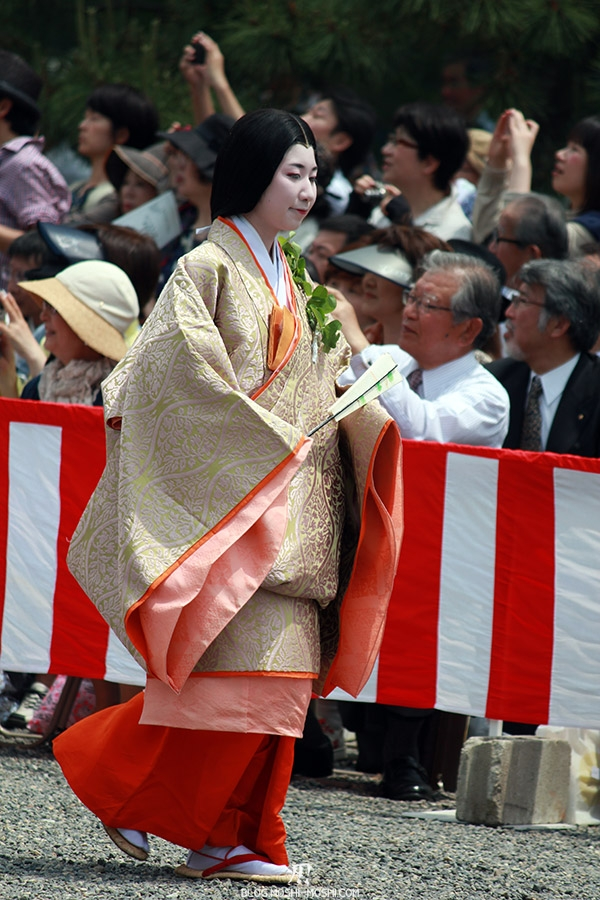 kyoto-aoi-matsuri-palais-imperial-defile-femme-nyoju-pas-leger
