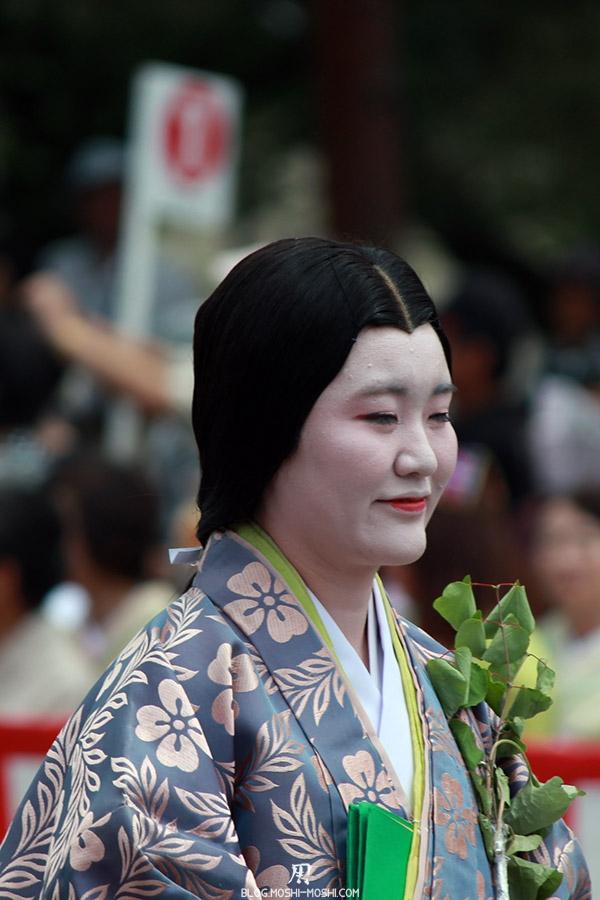 kyoto-aoi-matsuri-palais-imperial-defile-femme-nyoju-yeux-fermes