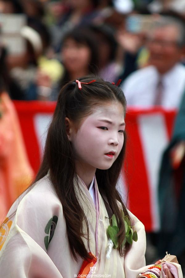 kyoto-aoi-matsuri-palais-imperial-defile-femme-petite-fille-gros-plan