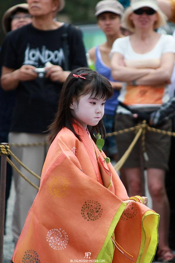 kyoto-aoi-matsuri-palais-imperial-defile-femme-petite-fille-kawaii