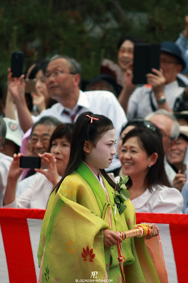 kyoto-aoi-matsuri-palais-imperial-defile-femme-petite-fille