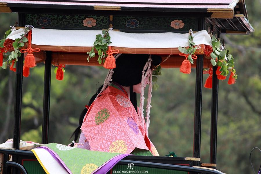 kyoto-aoi-matsuri-palais-imperial-defile-femme-saioudai-gros-plan