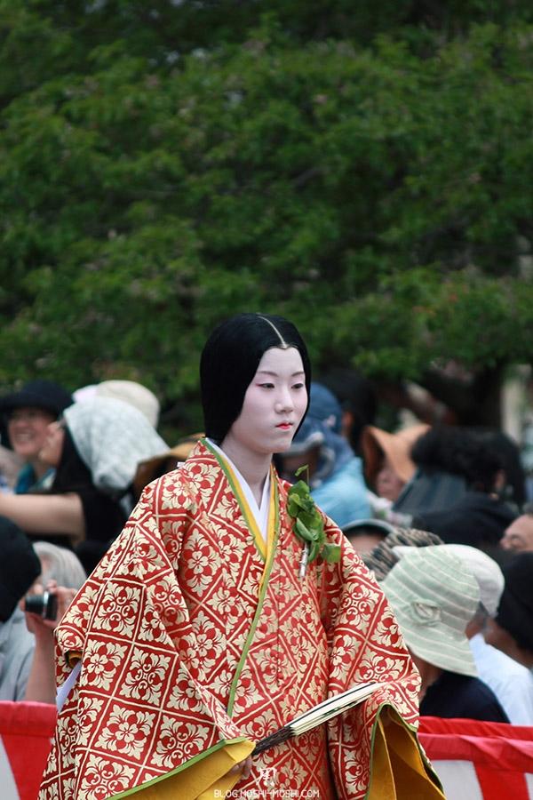 kyoto-aoi-matsuri-palais-imperial-femme-kimono-sublime