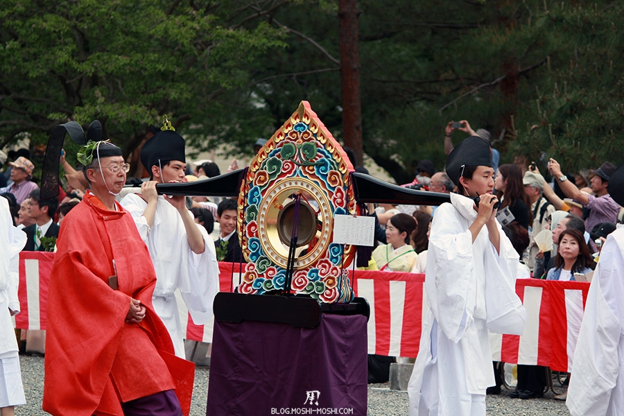 kyoto-aoi-matsuri-palais-imperial-fonctionnaire-responsable-comptabilite-porteurs-instrument-musique