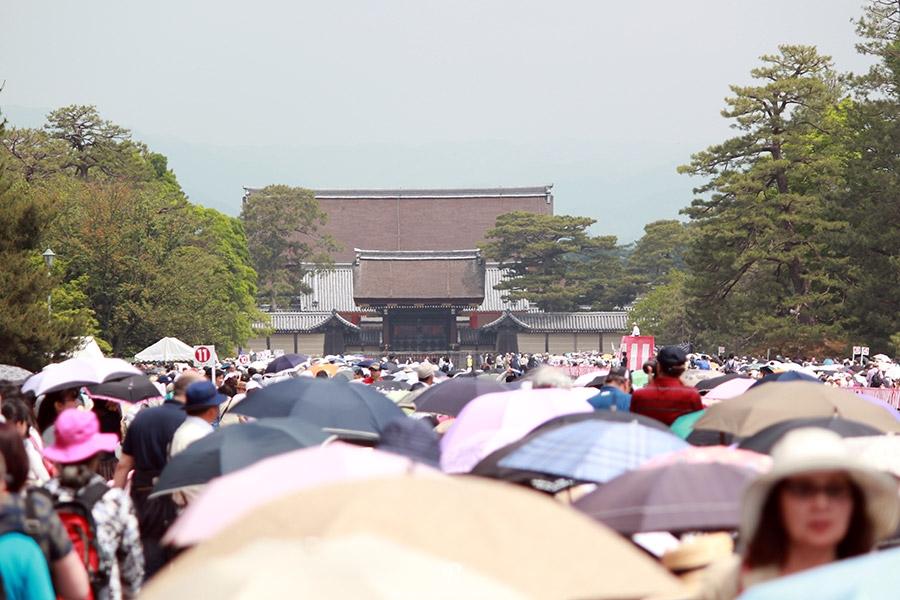 kyoto-aoi-matsuri-palais-imperial-foule-arrivee