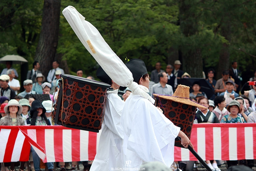 kyoto-aoi-matsuri-palais-imperial-porteurs