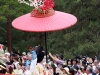 kyoto-aoi-matsuri-palais-imperial-defile-femme-nyoju-furyugasa-fleuri-porteur-ombrelle-japonaise-papier-wagashi