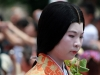 kyoto-aoi-matsuri-palais-imperial-defile-femme-nyoju-gros-plan