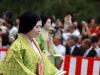 kyoto-aoi-matsuri-palais-imperial-defile-femme-nyoju-tete-basse