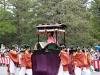 kyoto-aoi-matsuri-palais-imperial-defile-femme-saioudai-porteurs-plan-large