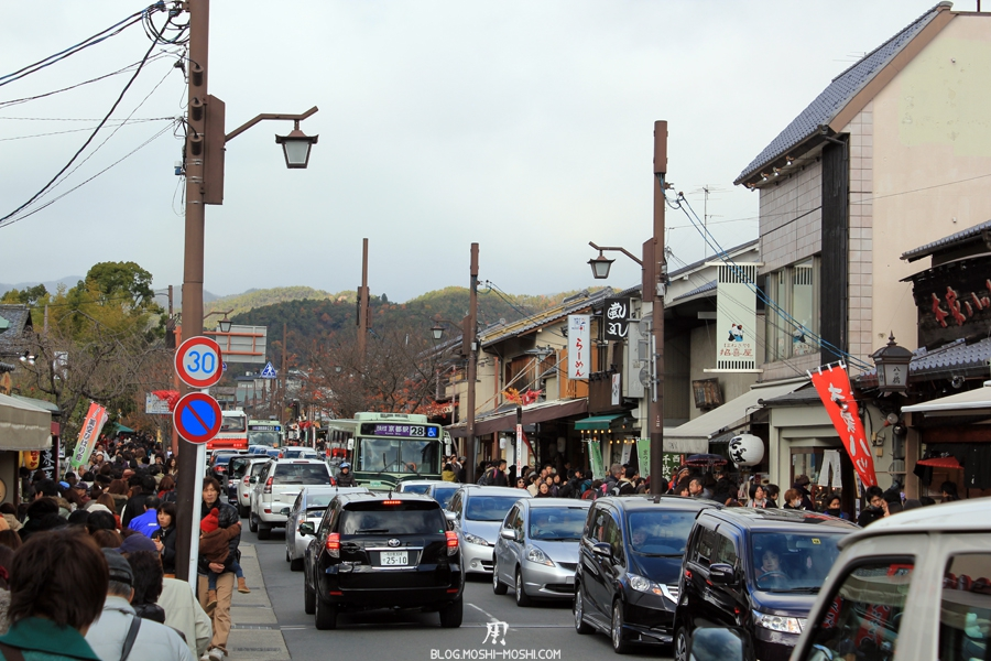 arashiyama-kyoto-saison-momiji-trop-de-monde-bouchon-voiture-trotoire-foule-people-masse