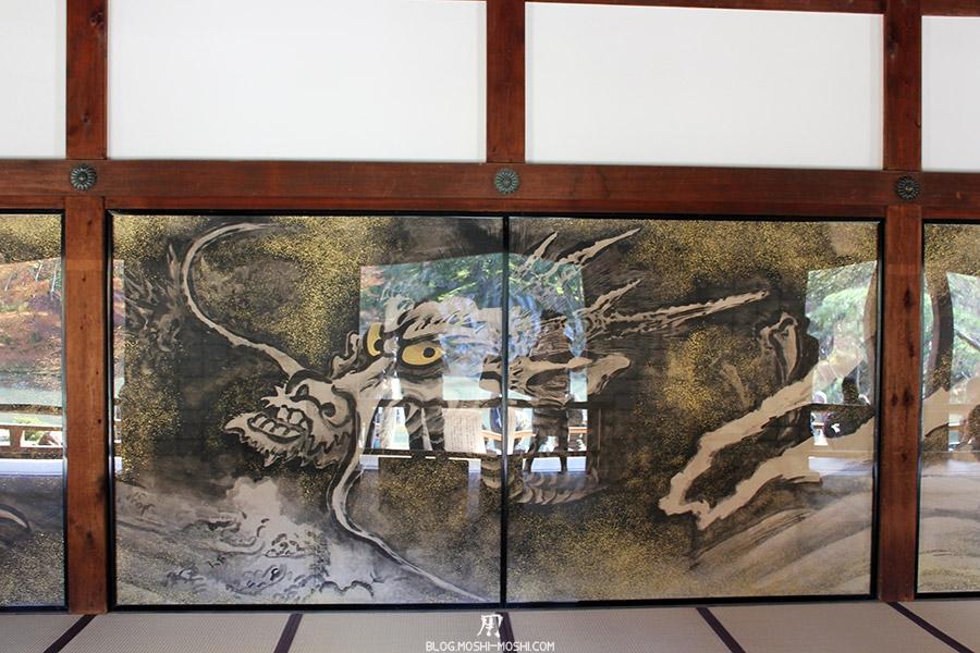 temple-tenryu-ji-kyoto-arashiyama-momiji-interieur-peinture-dragon-face-porte-coulissante