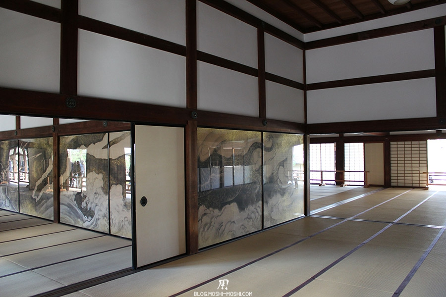 temple-tenryu-ji-kyoto-arashiyama-momiji-interieur-tatanmi-portes-deco-dragon