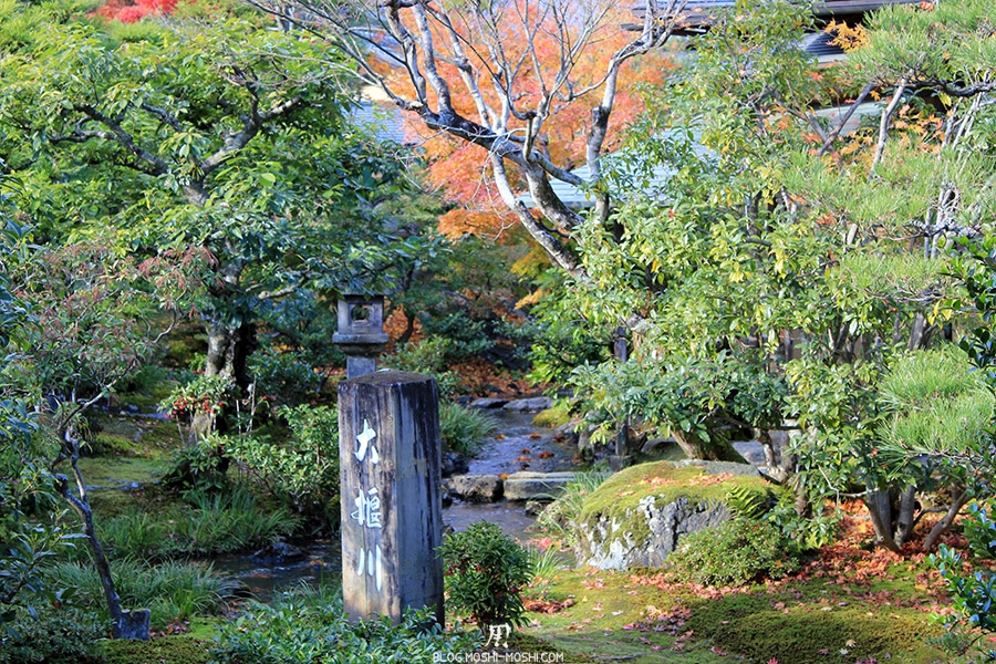 temple-tenryu-ji-kyoto-arashiyama-momiji-lanterne-vegetation