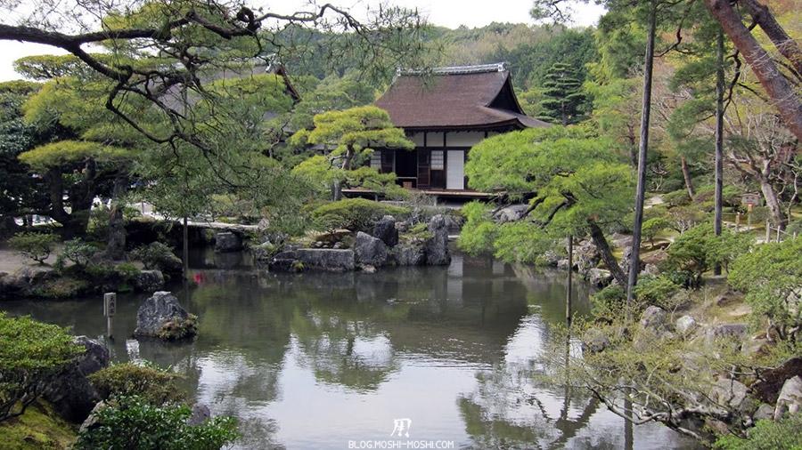 ginkaku-ji-temple-argent-kyoto-saison-sakura-pavillon-verdure-etang