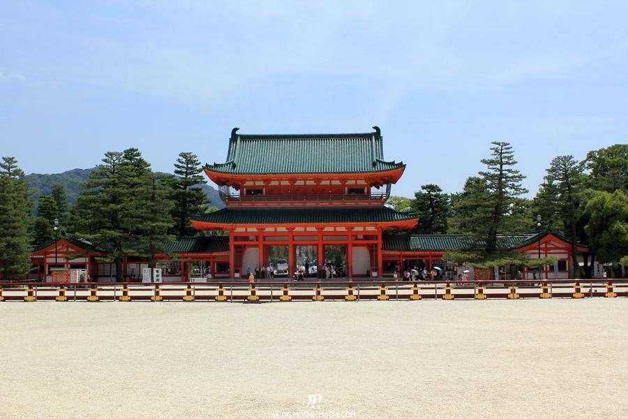 heian-jingu-kyoto-porte-vue-depuis-cours