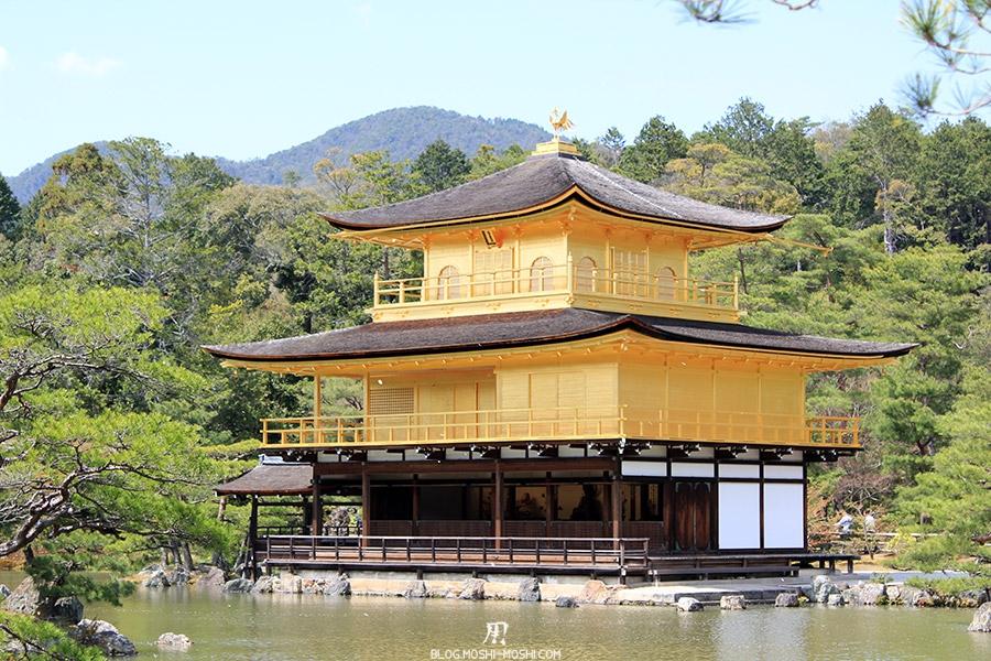 kinkaku-ji-temple-or-kyoto-saison-sakura-entier