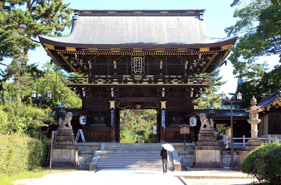 kitano-tenman-gu-kyoto-porte-doree