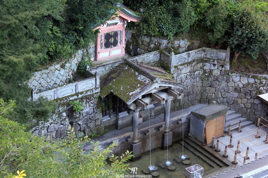 kiyomizu-dera-kyoto-chute-otowa-no-taki-vue-haut-gros-plan