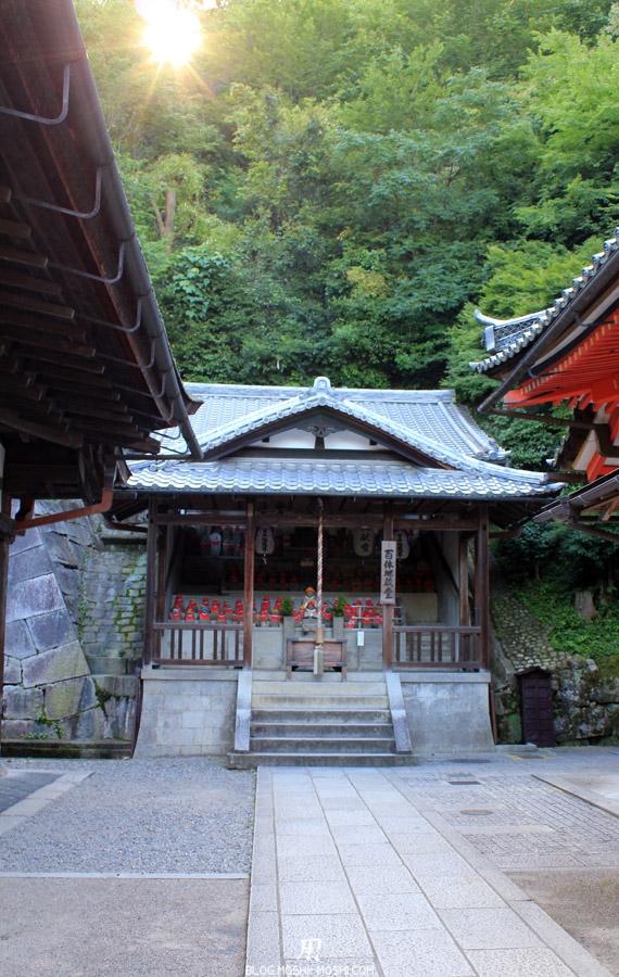 kiyomizu-dera-kyoto-jishu-jinja-autel