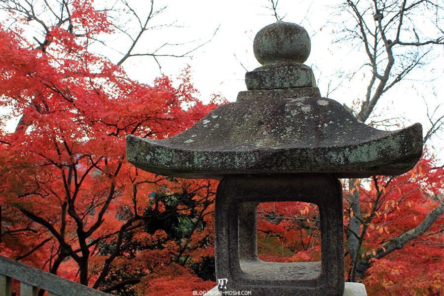 sanctuaire-kiyomizudera-kyoto-saison-momiji-lanterne-pierre-erable