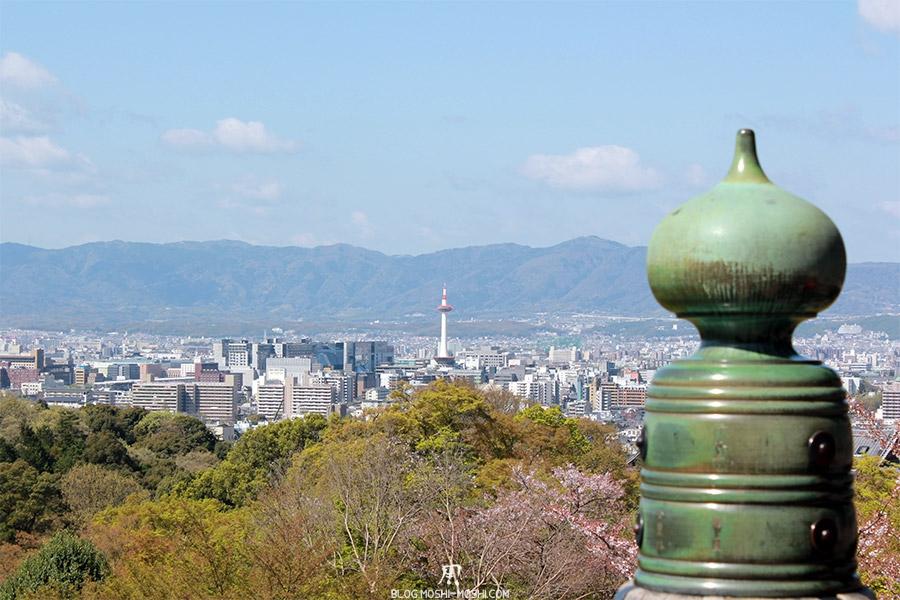kiyomizu-dera-sanctuaire-kyoto-saison-sakura-deux-tours